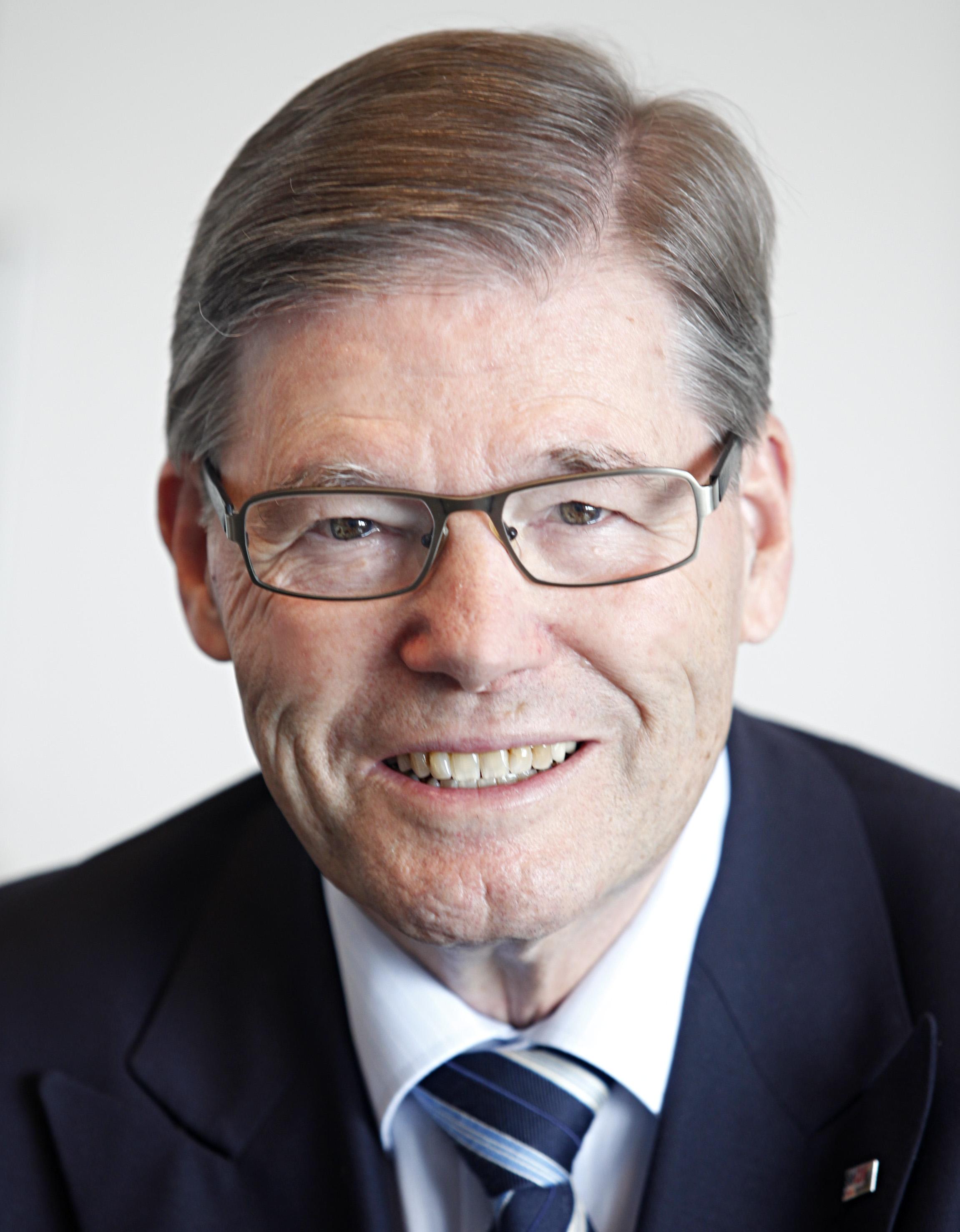 Dr. Hermann Scholl