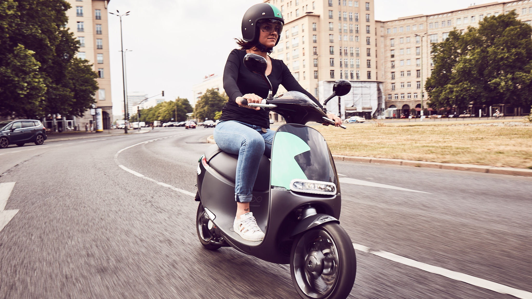 salut paris bosch s e scooter sharing service coup launches in france bosch media service. Black Bedroom Furniture Sets. Home Design Ideas