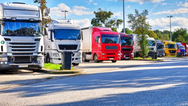 Searching for parking lots is easy for truck drivers