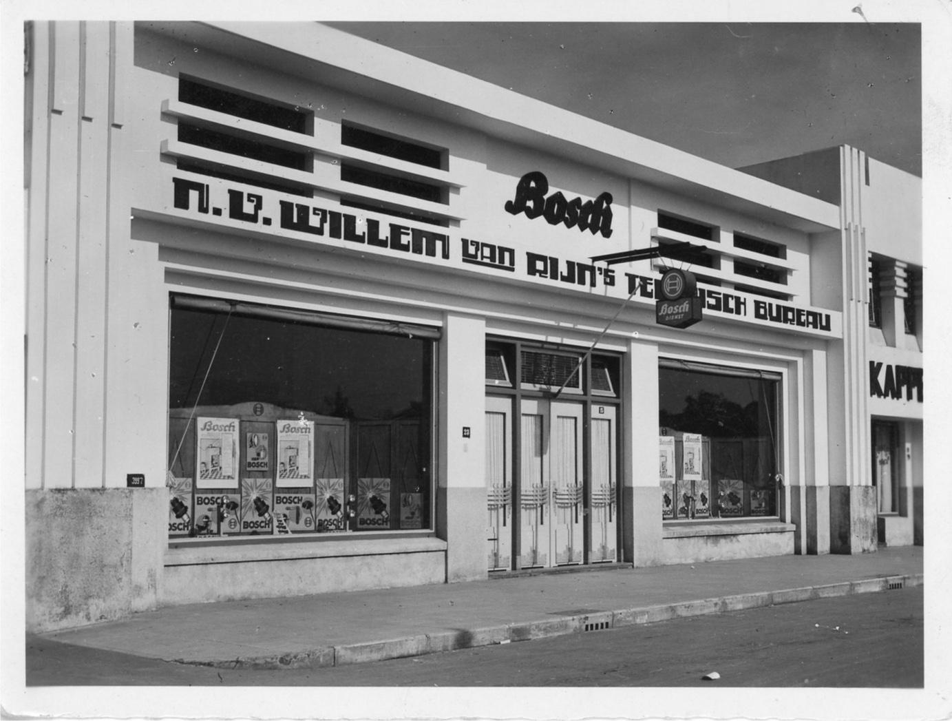 Unternehmensgründer Robert Bosch hatte früh die Notwendigkeit eines Netzes von Reparaturbetrieben erkannt. Mit der steigenden Zahl der Autobesitzer wuchs der Bedarf an fachlichem Know-how über Ländergrenzen und Weltmeere hinweg.