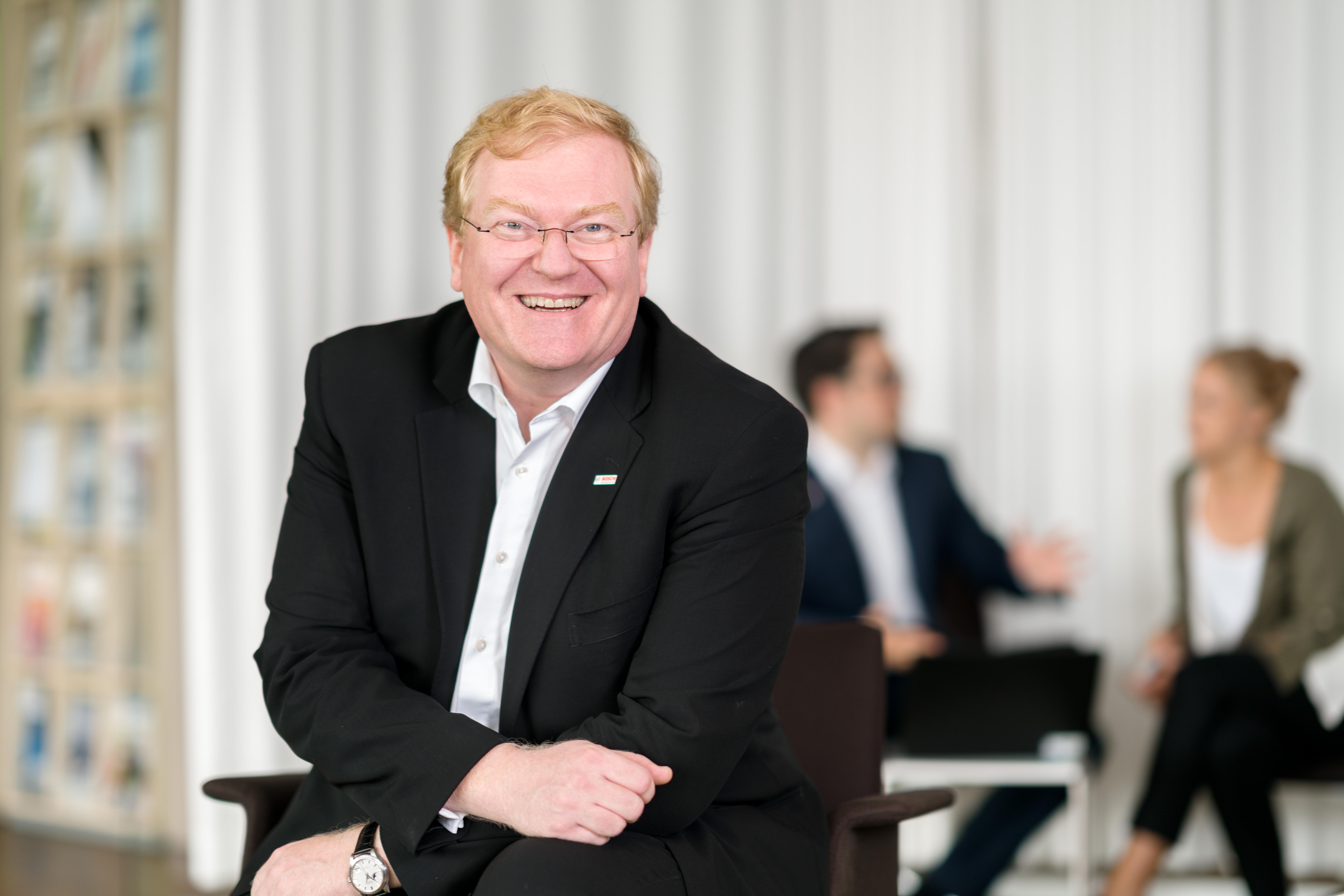 Dr. Stefan Hartung