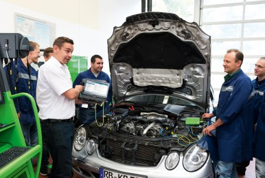Bosch Service Trainings are carried out in small groups and by highly qualified trainers with many years of practical workshop experience.