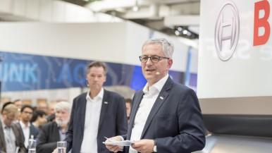 Mehr Effizienz im Gütertransport ist möglich: Bosch ergänzt Technik für Nutzfahrzeuge  durch internetbasierte Logistikservices