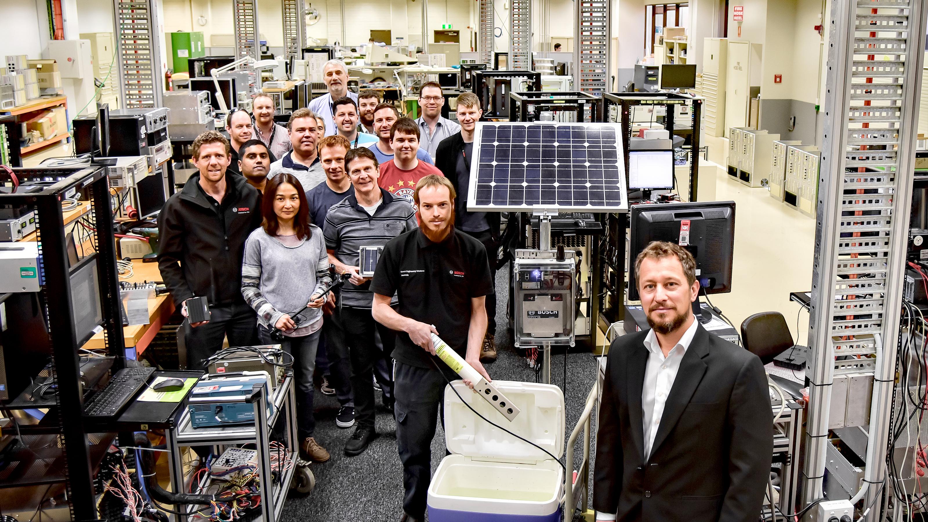 Mitarbeiter im Entwicklungslabor von Bosch Australia am Standort Clayton