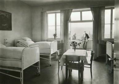 Krankenzimmer im Robert-Bosch-Krankenhaus, 1940.