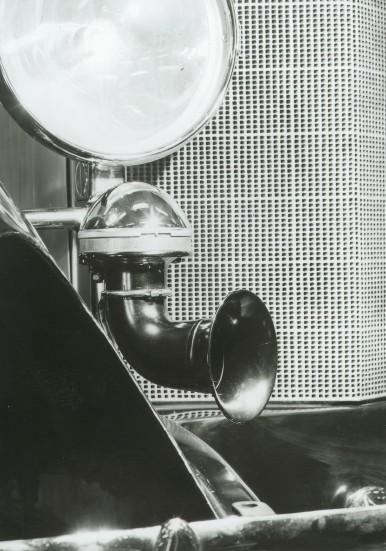 Bosch-Horn (Autohupe) (Baujahr 1926) an einem Mercedes-Benz (Typ 400).