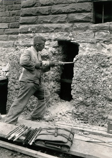 Bosch hammer drill in action, 1936