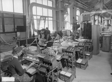 Fabrication of spark plugs at Bamberg plant, 1958