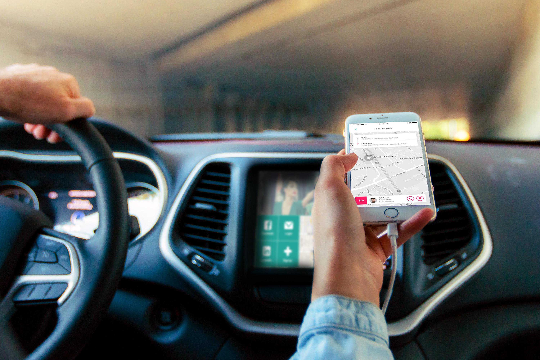 Per App ins Auto des Kollegen