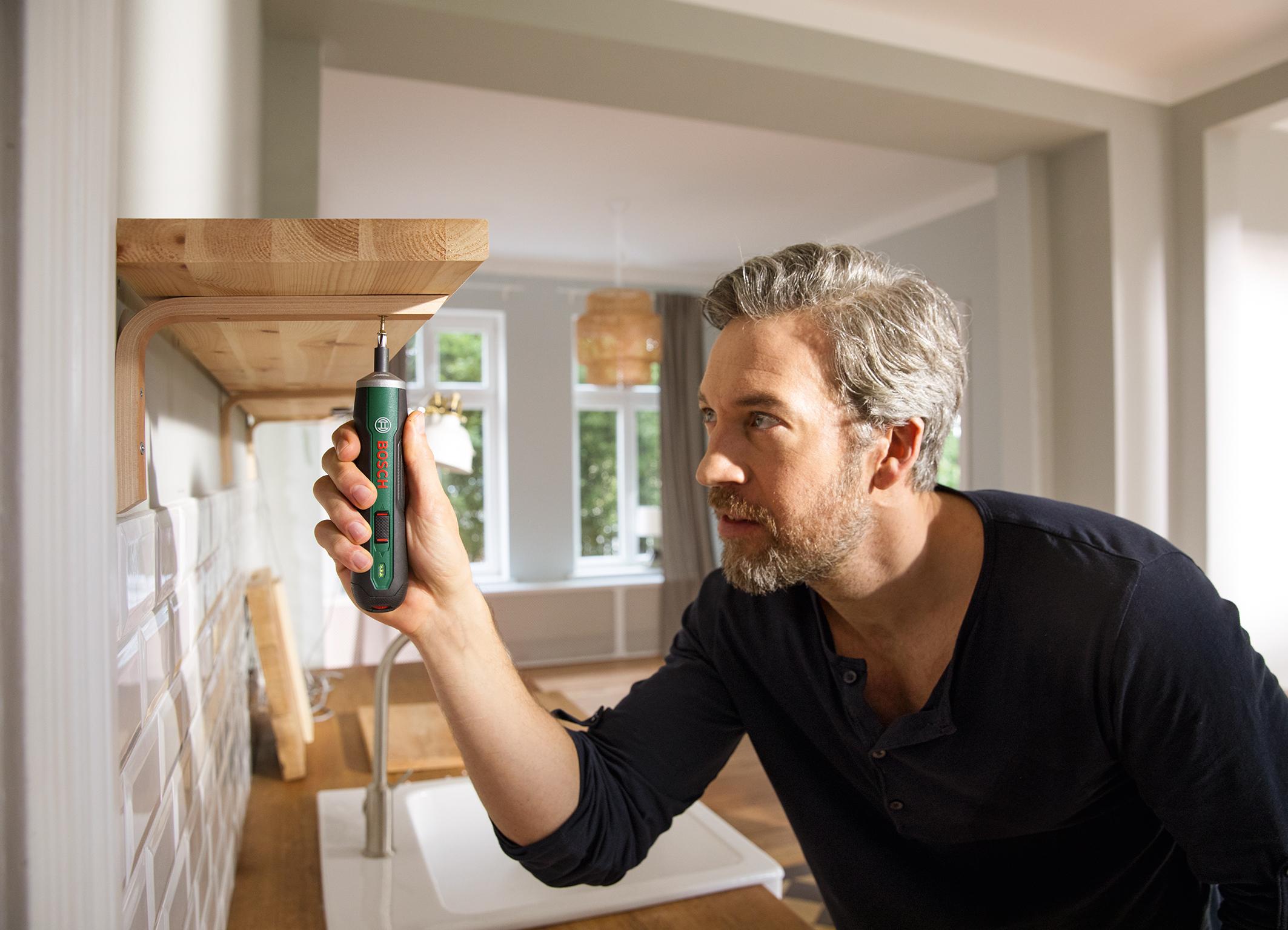 """Kompakt und stets einsatzbereit für umfangreiche Projekte: Bosch PushDrive mit """"Push&Go""""-Funktion für Heimwerker"""
