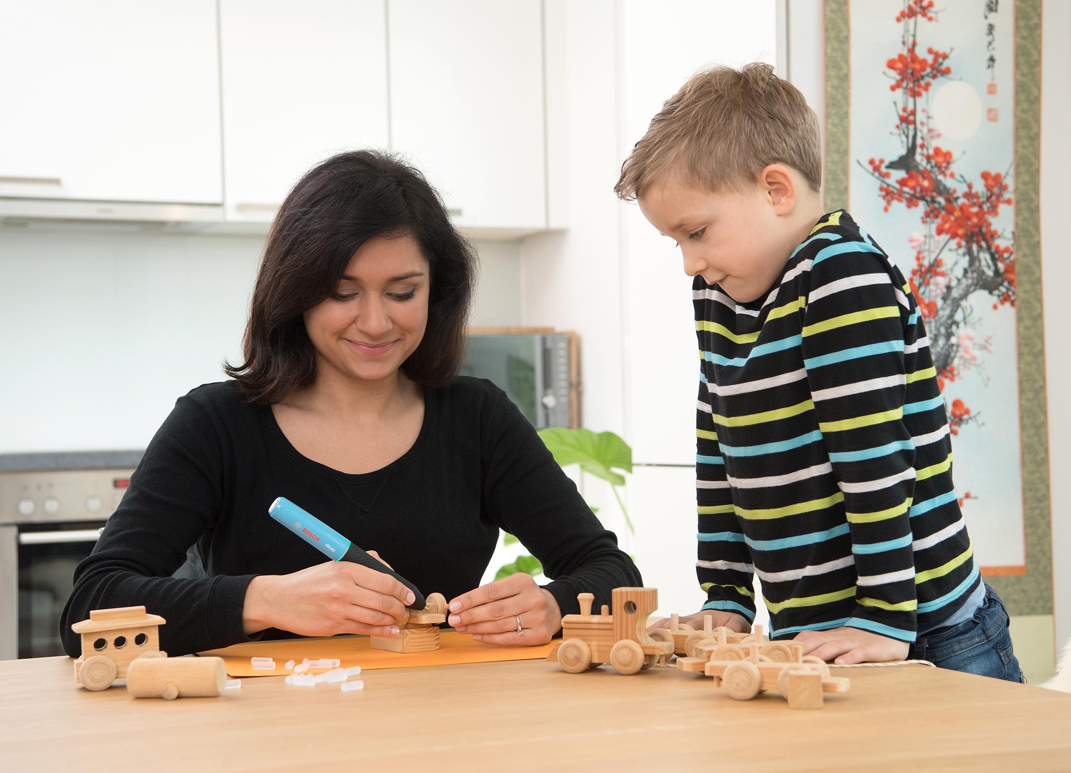 Handlicher Helfer bei jedem Projekt: Gluey Heißklebestift von Bosch
