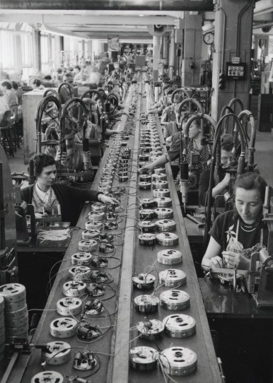 Manufacturing of magneto ignition system in the Feuerbach plant, 1954