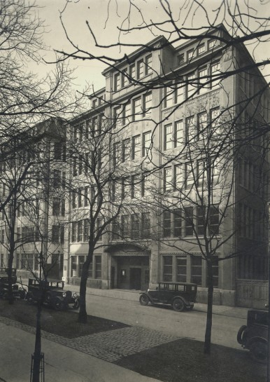 Verwaltungsgebäude in der Breitscheidstraße in Stuttgart, 1929