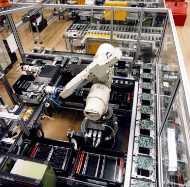 Robotereinsatz bei der Prüfung elektronischer Steuergeräte im Werk Reutlingen-Kusterdingen, 1989