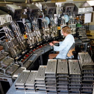 Manufacturing fuel injectors at the Bamberg plant, 1984
