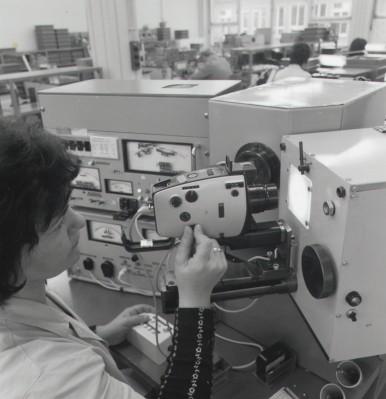 Fertigung einer Filmkamera bei Kino-Bauer in Stuttgart- Untertürkheim, 1976