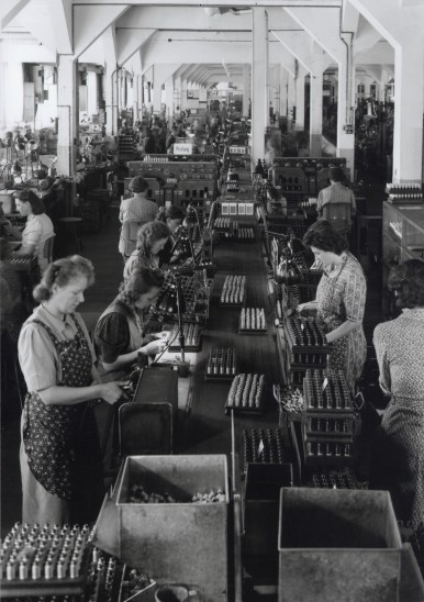 Manufacturing of spark plugs, 1942