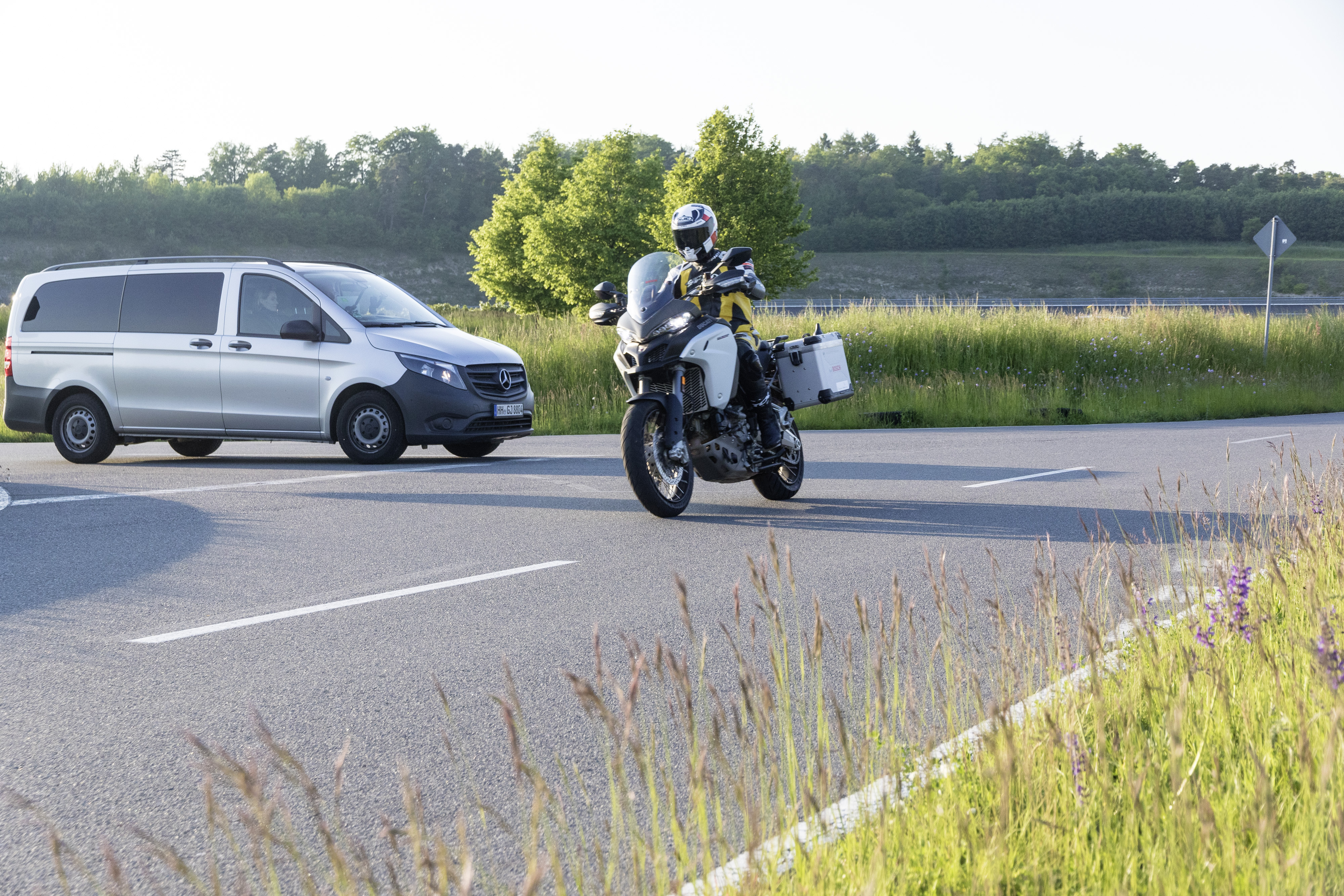 Bosch will mit seiner Motorrad-zu-Auto-Kommunikation das Risiko von Unfällen reduzieren