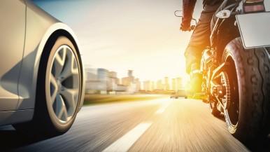 Weniger Unfälle: Bosch bringt dem Motorrad das Sehen und Fühlen bei