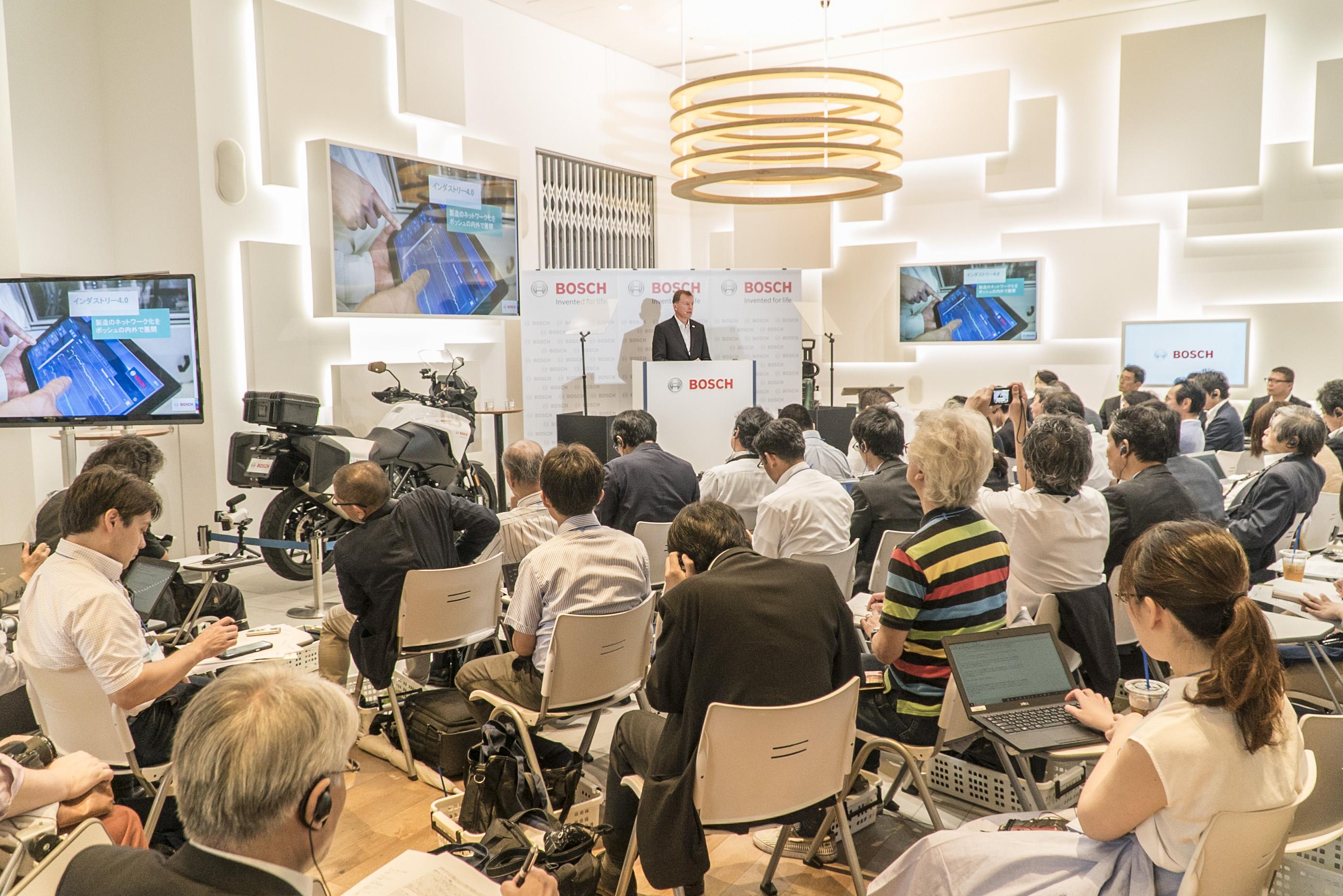 Pressekonferenz in Japan