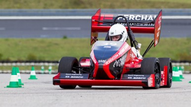Tomorrow's Engineers Test Racing Cars with support from Bosch