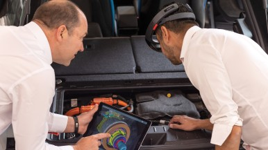 Bosch wins Automechanika Innovation Award for Augmented Reality application at technical trainings