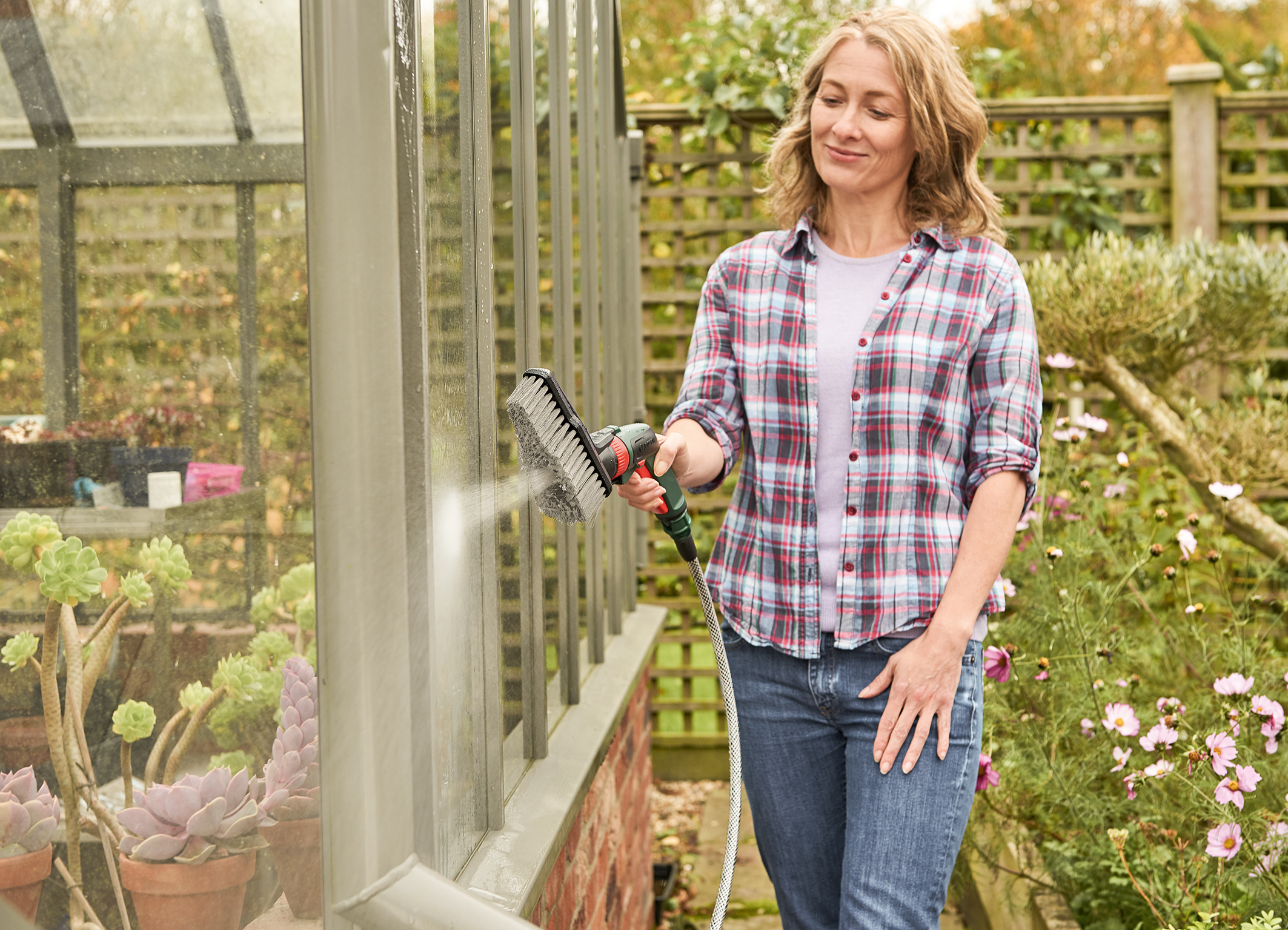 Robust, functional equipment for comfortable handling: Fontus cordless low-pressure cleaner from Bosch