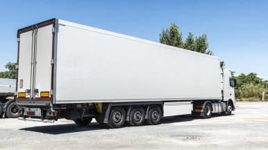 Bosch zeigt Elektromobilität für LKW-Sattelanhänger