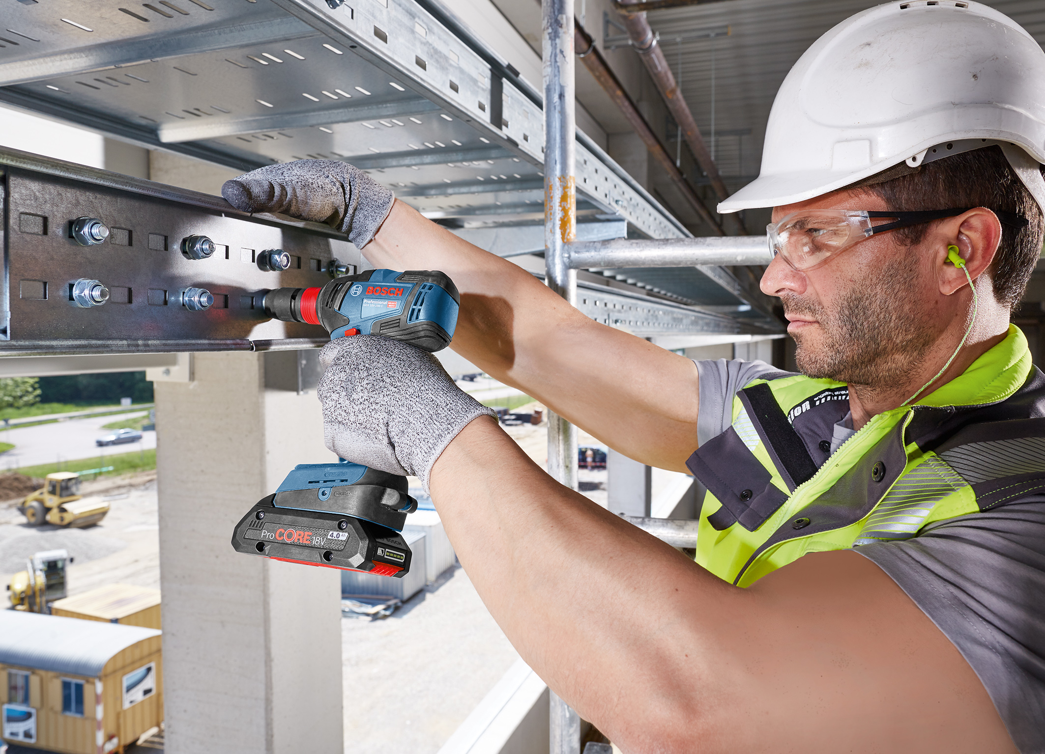 Considerable advantages over cordless screwdrivers: New cordless impact drivers from Bosch for professionals