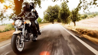 Major Bosch survey: one in three motorcyclists uses their smartphone during their journey