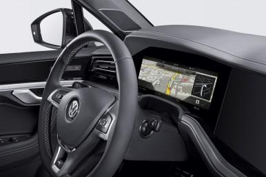 """Weltpremiere im """"Innovision Cockpit"""" des neuen Volkswagen Touareg."""