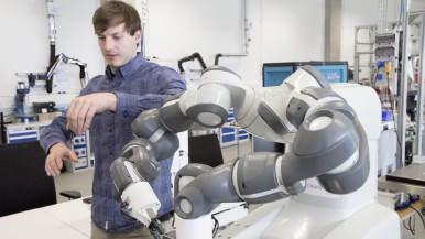 Artificial intelligence: Germans see no reason  to fear robot coworkers