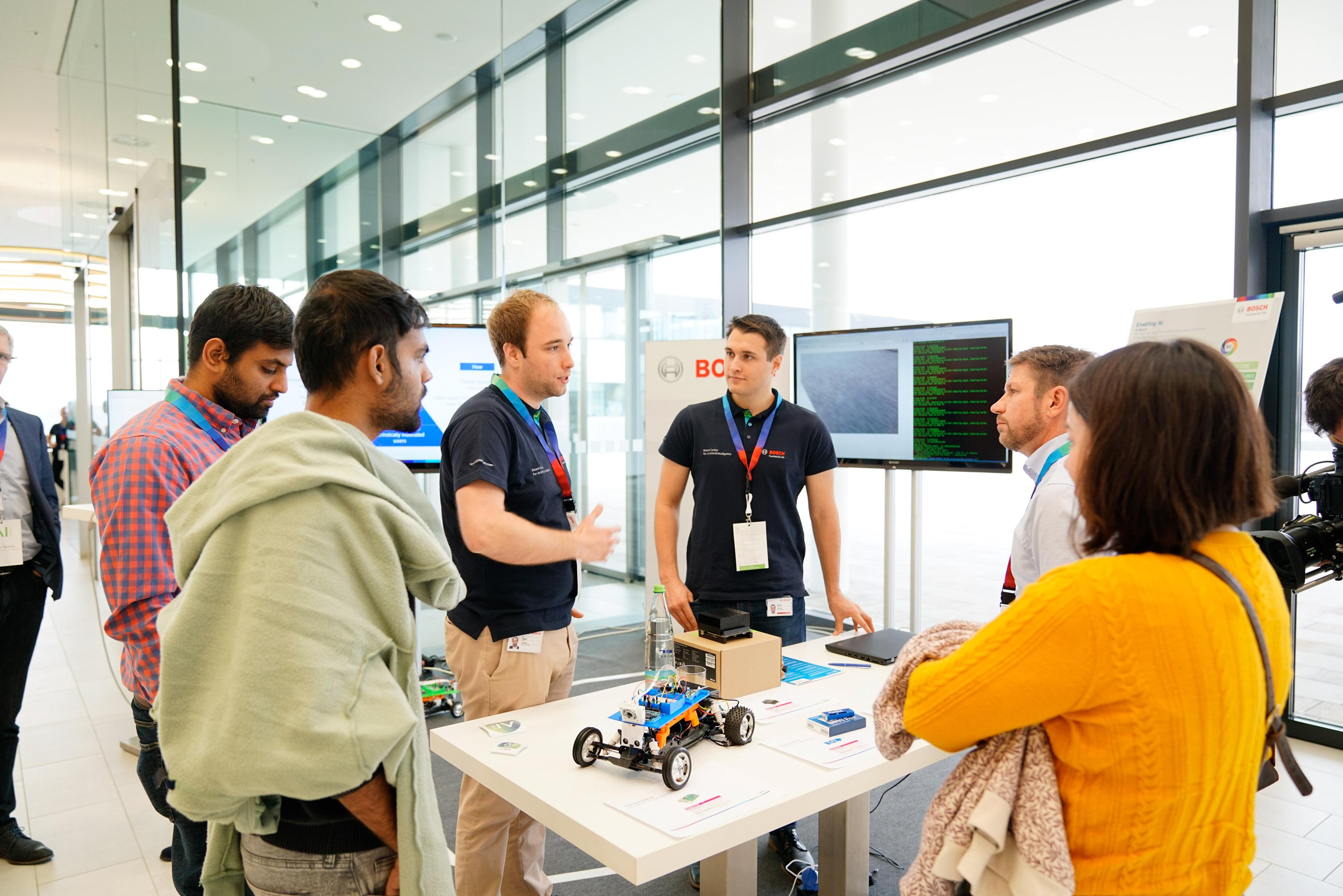 Experten tauschen sich auf der AI CON zum Thema KI aus