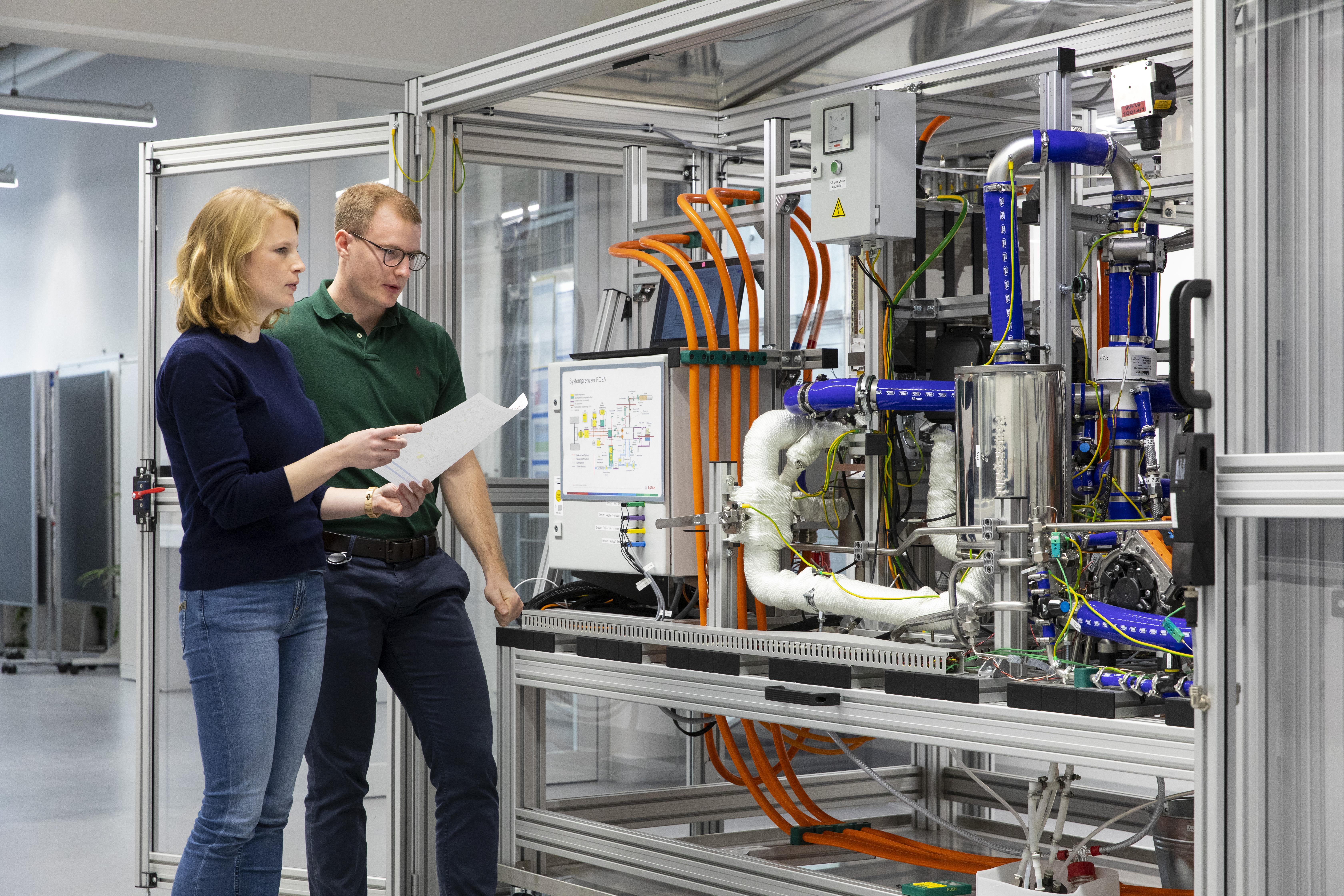 Bosch steigt in die Serienfertigung von Brennstoff- zellen für Lkw und Pkw ein