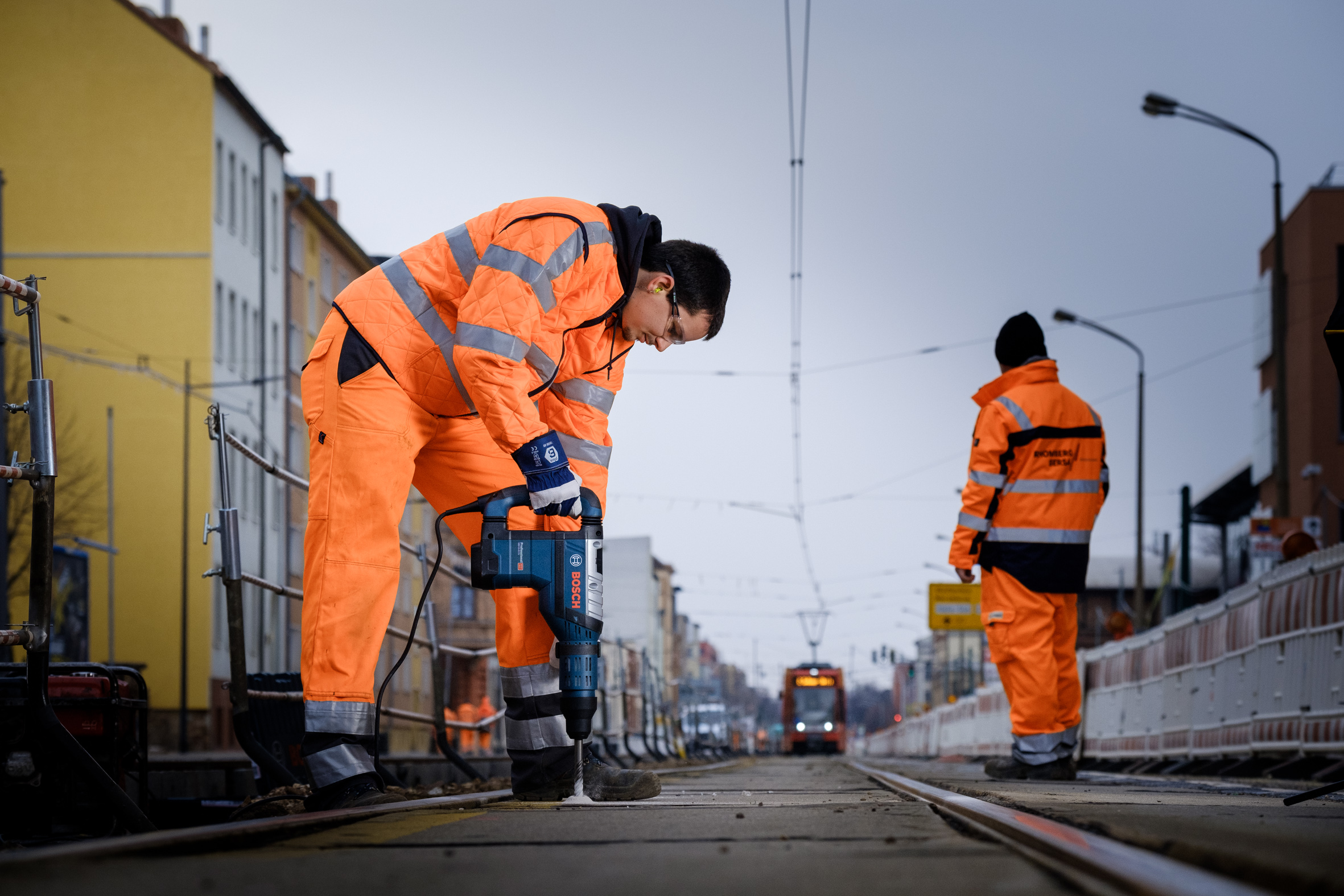 On board with reinforced concrete:  Bosch SDS max-8X hammer drill proves itself in railway construction