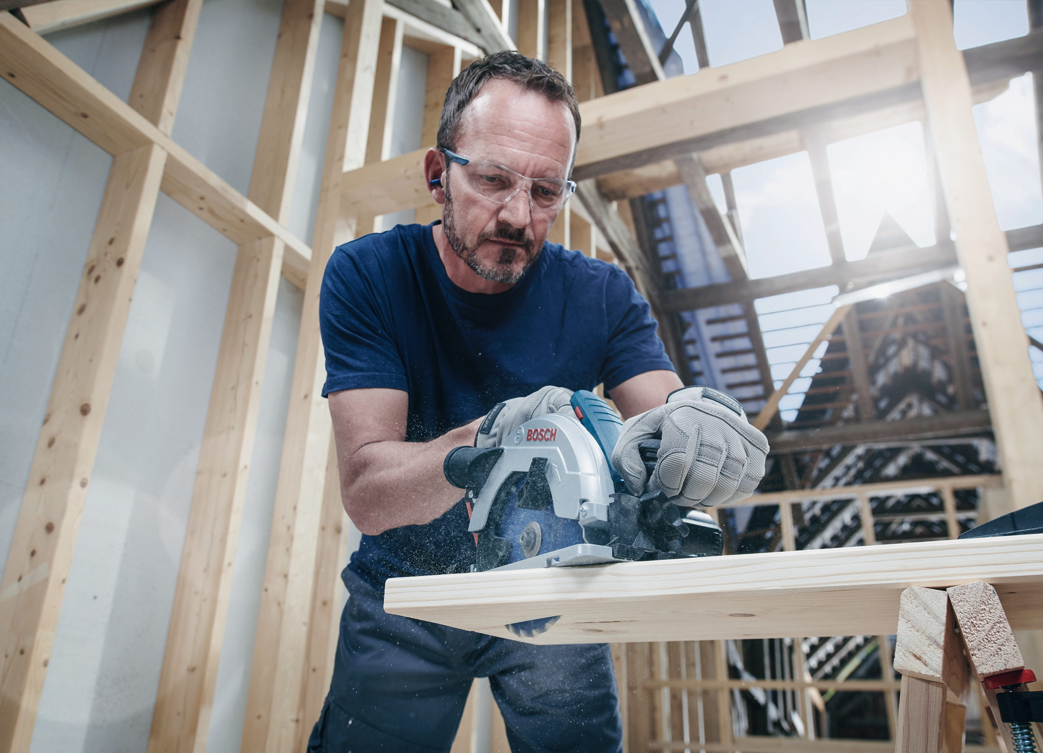 Maximum runtime for cordless saws: Bosch carbide-tipped circular saw blades for pros