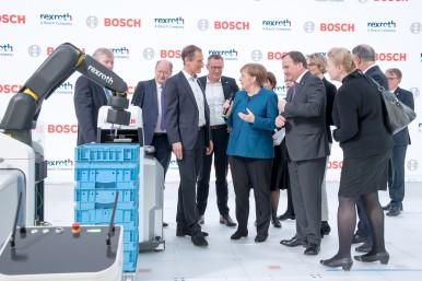 Bundeskanzlerin Angela Merkel und der schwedische Ministerpräsident Stefan Löfven besuchen den Bosch-Stand auf der Hannover Messe 2019. Im Fokus stehen autonome Transportsysteme und intelligente Robotik.