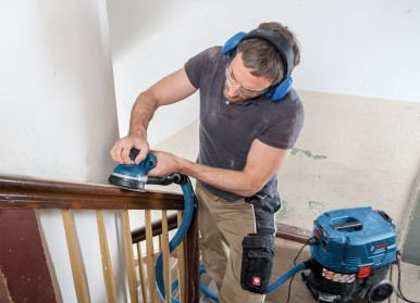 For smaller, convex or concave surfaces: GET 55-125 Professional direct driven random orbit sander from Bosch for professionals