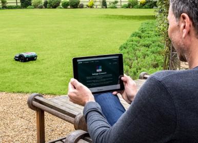 Bosch macht autonome Rasenpflege noch smarter:  Roboter-Mäher Indego S+ nutzt Vernetzungsplattform IFTTT