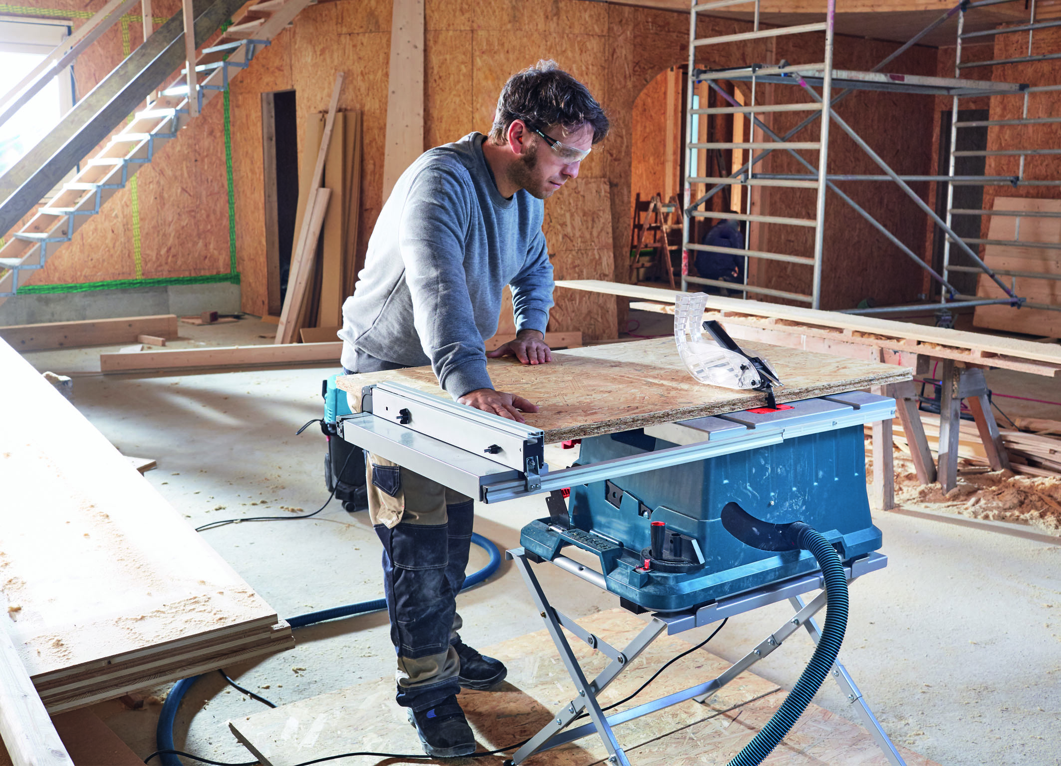 High performance and comfort in mobile applications:  New Bosch table saw for professionals