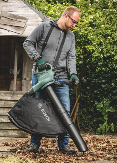 More comfortable garden clearing: The UniversalGardenTidy from Bosch
