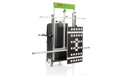 Mit dem DAS 3000 bietet Bosch eine universelle und computergesteuerte Kalibrier- und Justagevorrichtung für Fahrerassistenzsysteme