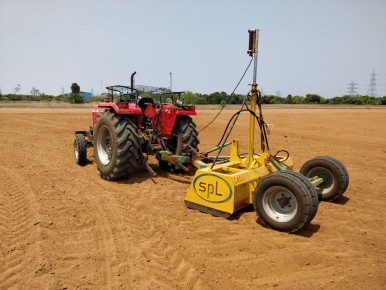 EHC-8 allows land leveling for tractors