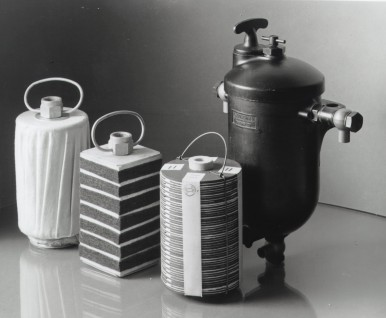 Historic product photo from 1939: Bosch fuel filter with different inserts