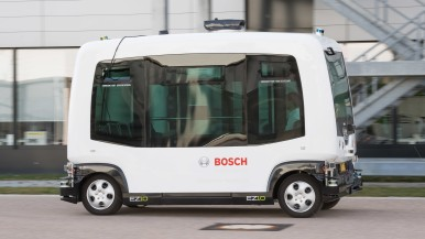 Staying on track despite malfunctions: how driverless shuttles get safely from A to B