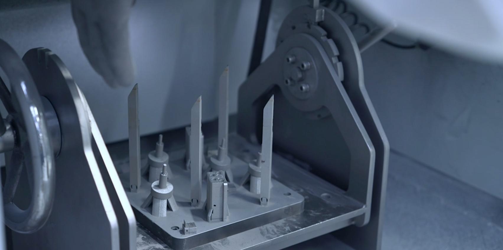 Fertiger 3D-Druck bei der Pulverentfernung.