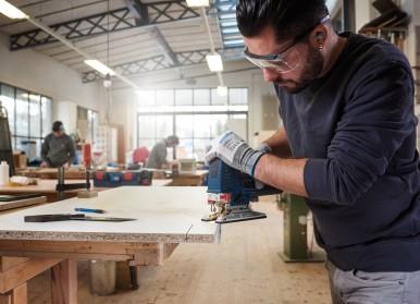 Für vielseitige, schnelle Einsätze in Holz und Laminat: Neue Bosch-Stichsägeblätter mit Hartmetall-Technologie