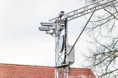 Sensoren in Straßenleuchten erkennen auch verdeckte Objekte frühzeitig