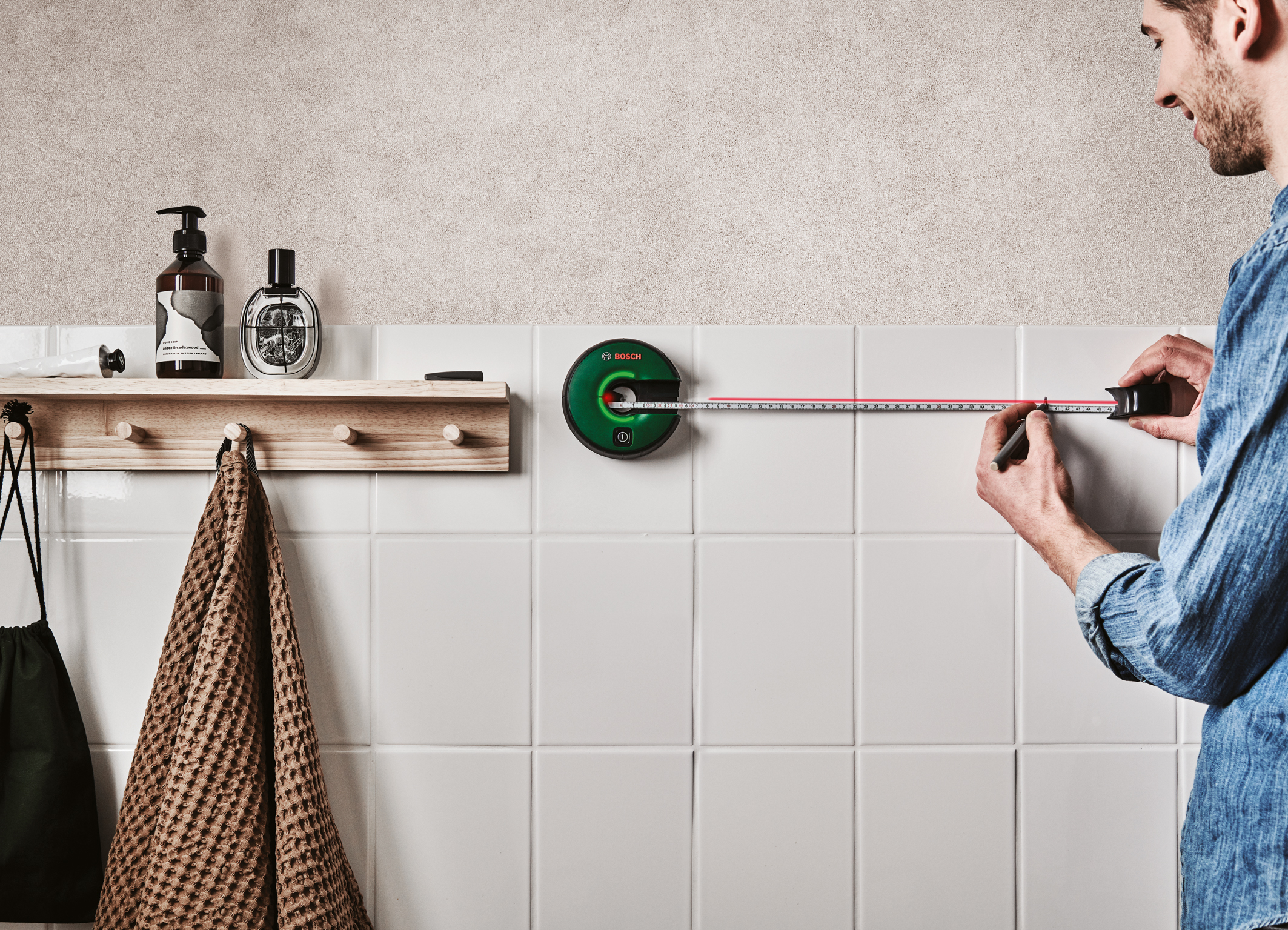 Easy attachment, alignment, measurement ‒ all in one: Line laser Atino from Bosch for DIY users