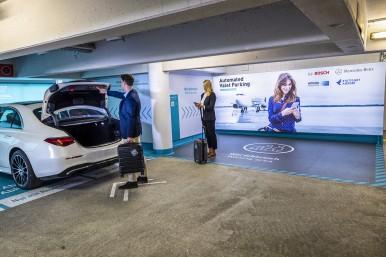 Automated Valet Parking im Parkhaus am Flughafen Stuttgart